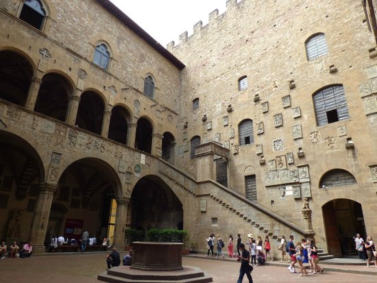 Museo Nazionale del Bargello: Courtyard of Bargello