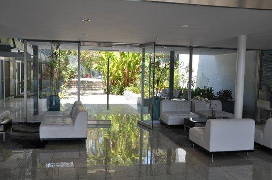 Highland Gardens Hotel: Lobby entrée jardin