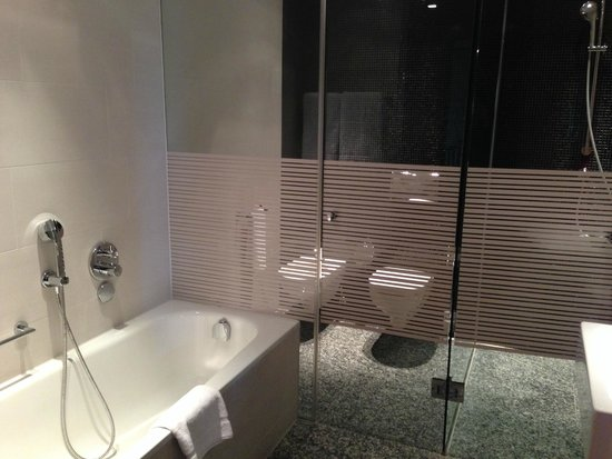 InterContinental Berlin: bathroom