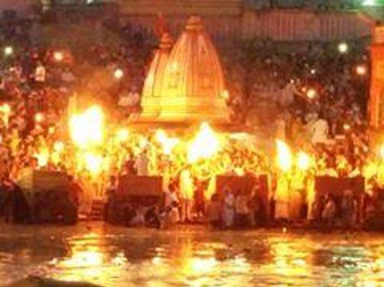 Ganga Aarti at Haridwar: The aarti at its peak