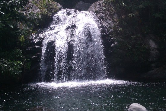 Mount Edge Guest House: Waterfall on bike tour - fun to swim under!