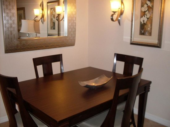 Sheraton Vistana Resort - Lake Buena Vista : Dining Table