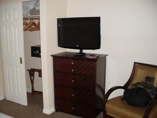 Sheraton Vistana Resort - Lake Buena Vista: Bedroom TV
