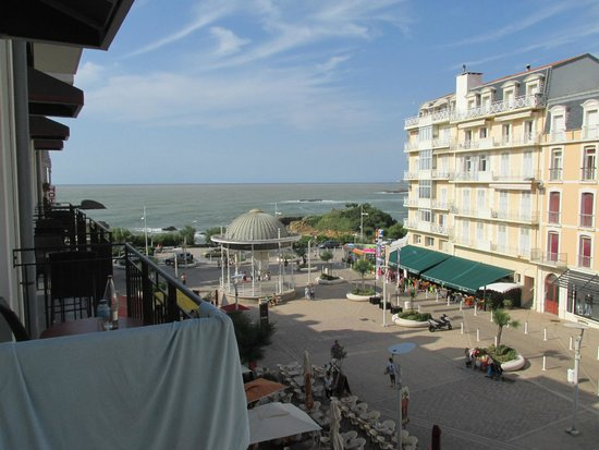 Hotel Florida Biarritz : Vue en se penchant par la fenêtre
