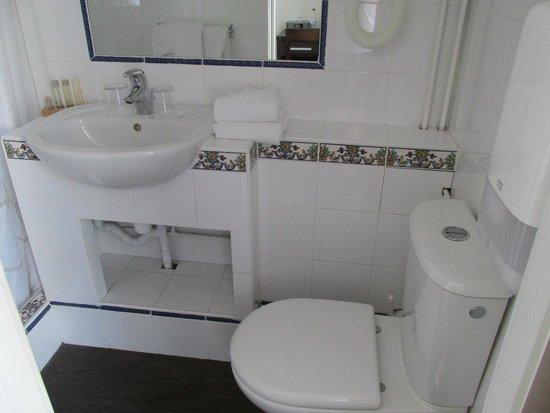 Hotel Florida Biarritz : Coin lavabo ! on ne peut pas appeler ça une salle de bains !