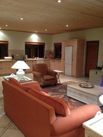 Barton Luxury Villas: Plover villa - 6 sleeper lounge