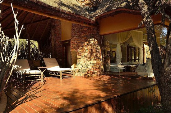 Sanctuary Makanyane Safari Lodge: Outsite the Suite