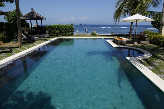 Hotel Genggong at Candidasa: the pool
