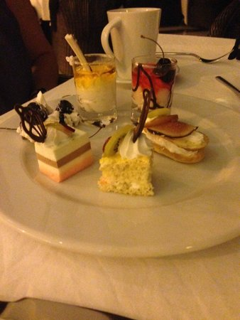 Rixos Sharm El Sheikh: Dessert at the Nefertiti restaurant