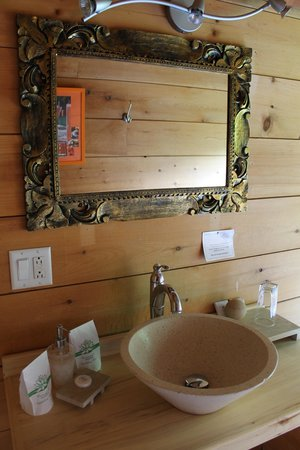Auberge Couleurs de France: Chambre de bain.