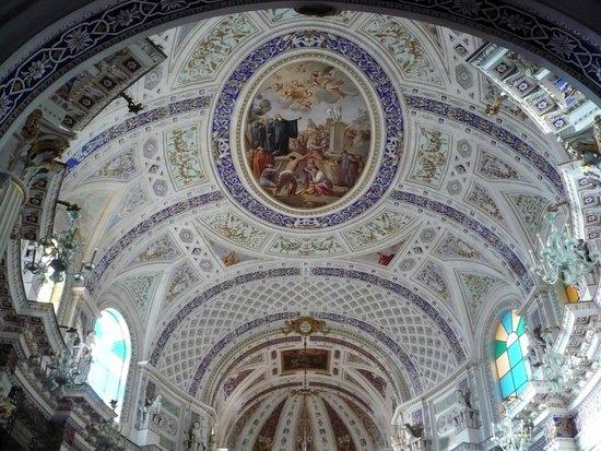 Chiesa di San Giovanni Evangelista: decori sopra all'altare