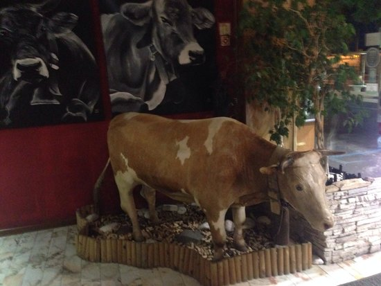 Beef & Wines: The cow!