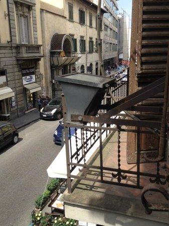 Hotel Atlantic Palace : vue de la chambre sur la rue