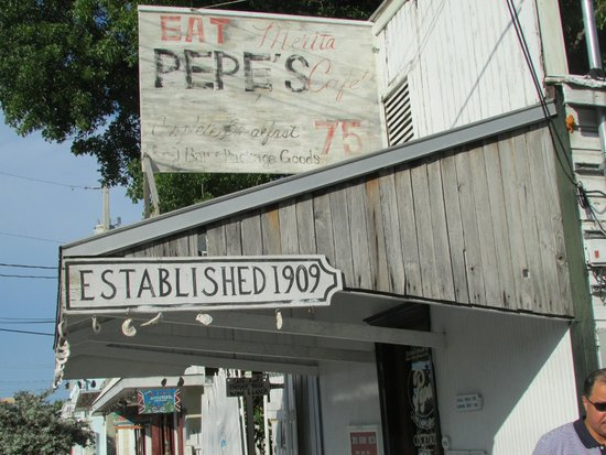 Pepe's Cafe: Outside