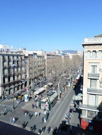 Hotel Internacional Ramblas Cool: view of la ramblas from the hotel