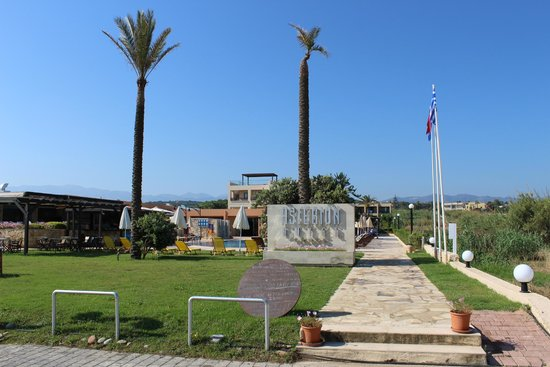 Asterion Hotel Suites and Spa: View from the beach entrance