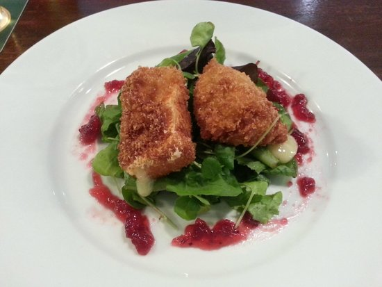 Town Hall Tavern : Deep Fried Brie Wedges with Cranberry Sauce & Rocket