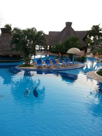 El Cozumeleno Beach Resort : Busy Pool