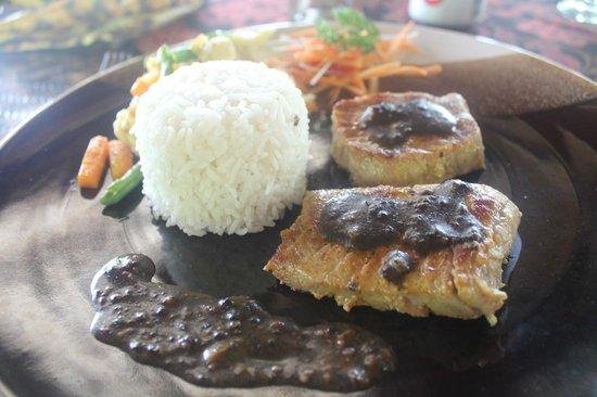 Nandini Bali Jungle Resort & Spa: steack de thon au Nandini