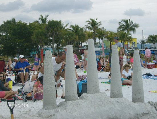 Fort Myers Beach: always fun to do & see on the beach.