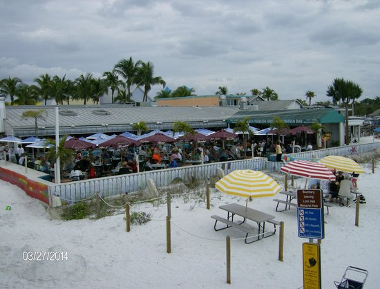 Fort Myers Beach: resurants right on the beach.