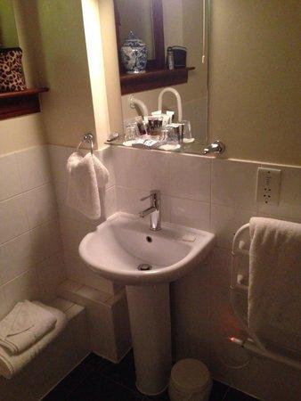 Mercure Telford Madeley Court Hotel: Room 42 bathroom