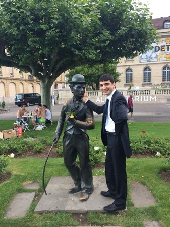 Charlie Chaplin Statue: Caplin