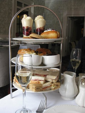 The George Hotel: Champagne Afternoon Tea