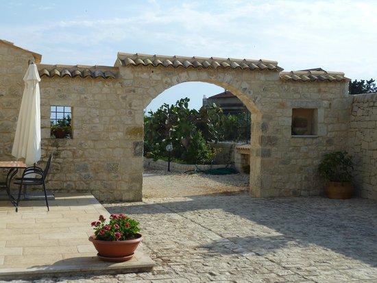 Borgo Monachella: cortile