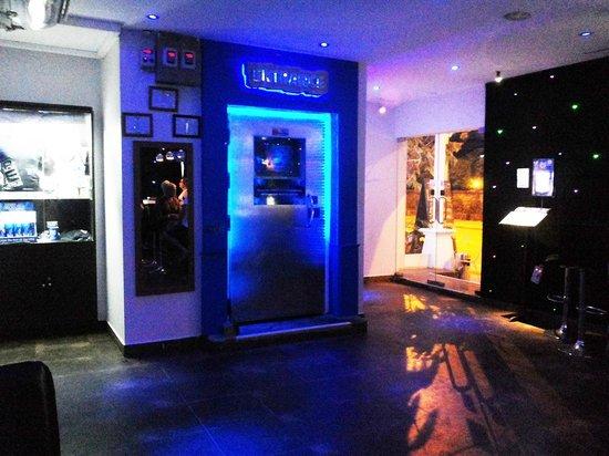 Bar Ice  Samui: entrata della cella frigorifera.