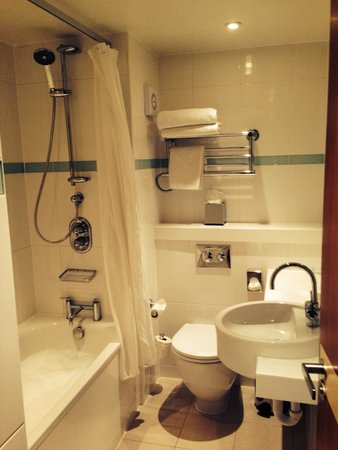 Chesford Grange - A QHotel: Bathroom of standard double room
