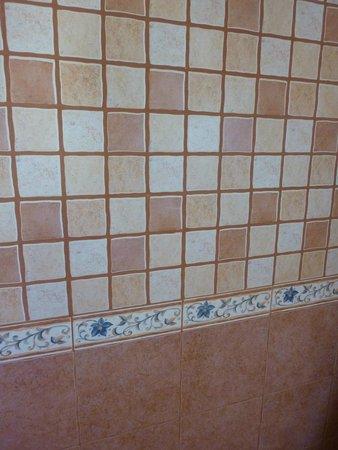 Borgo Monachella: rivestimento bagno Ginestra