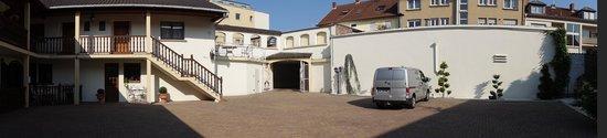 Hotel Pigeon Blanc : la cour fermée