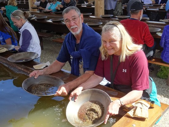 Gold Dredge 8: Panning for gold