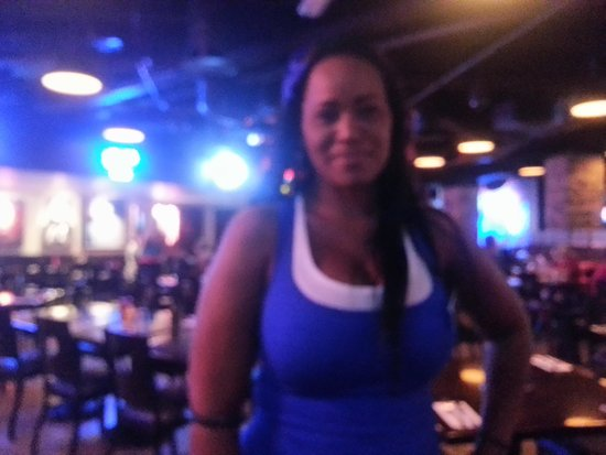 Toby Keith's I Love This Bar & Grill : Superwaitress Ronni!