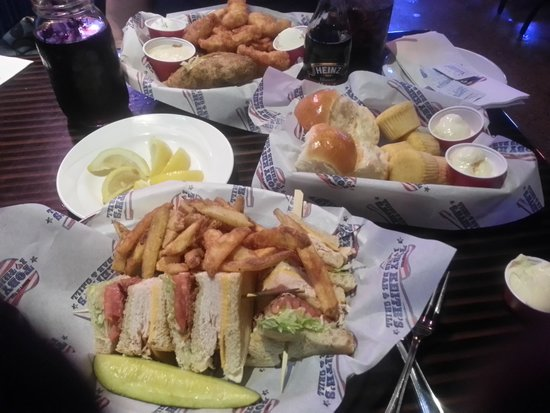 Toby Keith's I Love This Bar & Grill : Great food and LOTS of it!!!