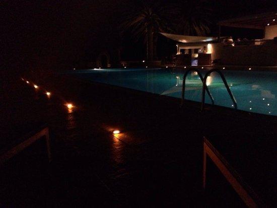 Finikas Hotel: Piscina by Night