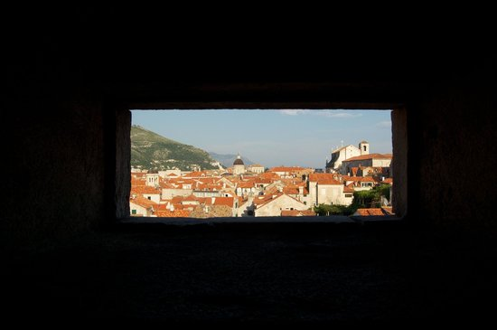Murallas: A view from the a hole in the walls