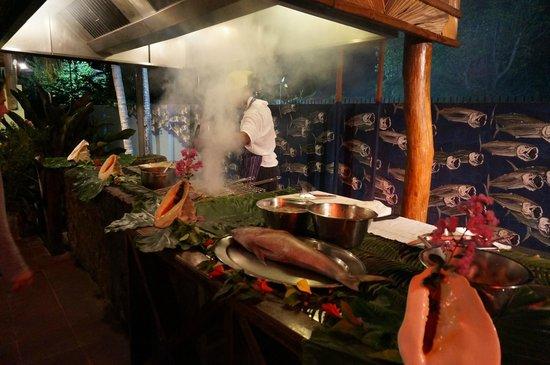 Laurier Guest House : la salle à manger et le barbecue