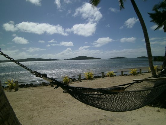 Wananavu Beach Resort: Hammocks on the beach