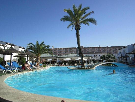 Seaclub Mediterranean Resort: Una de las piscinas