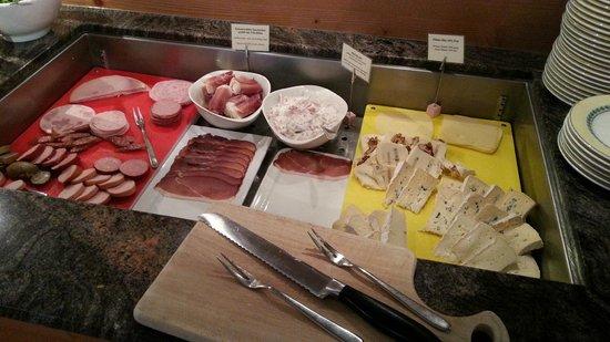 Nationalpark-Hotel Schliffkopf: part of the breakfast buffet