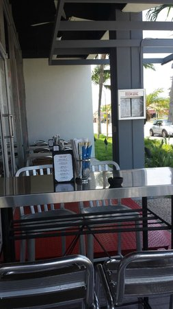 Moonchine Asian Bistro: Outdoor Seating