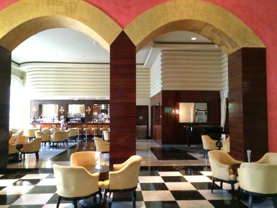 Iberostar Grand Hotel Rose Hall: Lobby Bar area