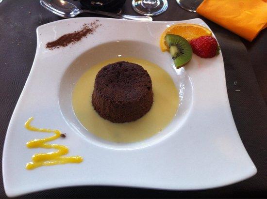 HÖTEL RESTAURANT L'HOTAN : Alors la ni exceptionnel , ni original , le moelleux au chocolat sauce crème anglaise , pas terr