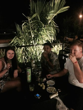 The Cyclo d'Angkor Boutique Hotel: Mojitos on the balcony