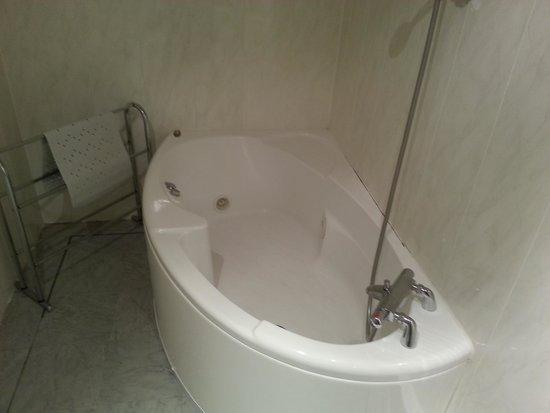 Damson Dene Hotel: jacuzzi bath I  Bluebell suite