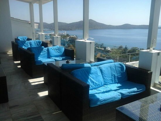 Elounda Ilion Hotel : Bar inside seating