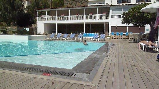 Elounda Ilion Hotel : Pool and pool bar