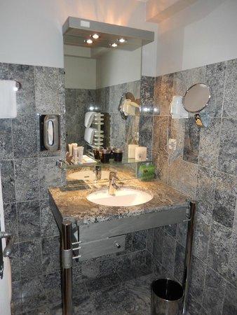 Hotel le Colombier : Bathroom